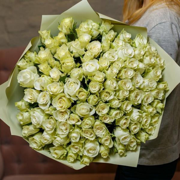 101 белая кенийская мини-роза